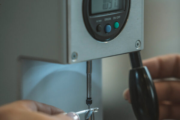 Calibro per la misurazione dello spessore dei cavi per impianti industriali